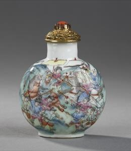 "Porcelain chinese snuff bottle decorated with polychrome enamels on glaze - the subject relates the ""subjugation of the rebel Zhang Ge'er"" - Imperial Jingdezhen kilns - Daoguang mark and period, 1821/1850. 6,7 cm high."